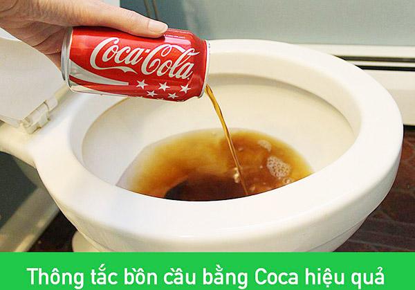 su-dung-nuoc-co-gas-thong-bon-cau-nghet